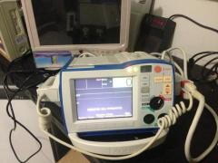 Cardioversor zoll R series whattapps 21972713366